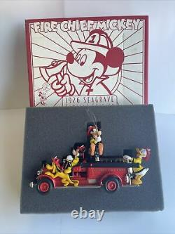 1926 Seagrave Fire Engine Ertl Die Cast Disney Fire Chef Mickey & Personnages