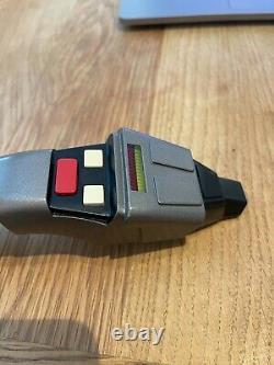 Master Replicas Star Trek Premier Contact Phaser Edition Limitée No. 719/1500